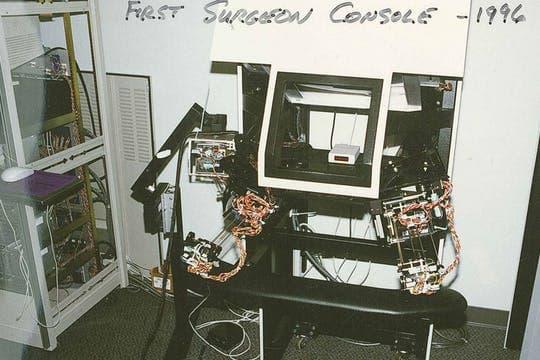 Первая хирургическая консоль da Vinci