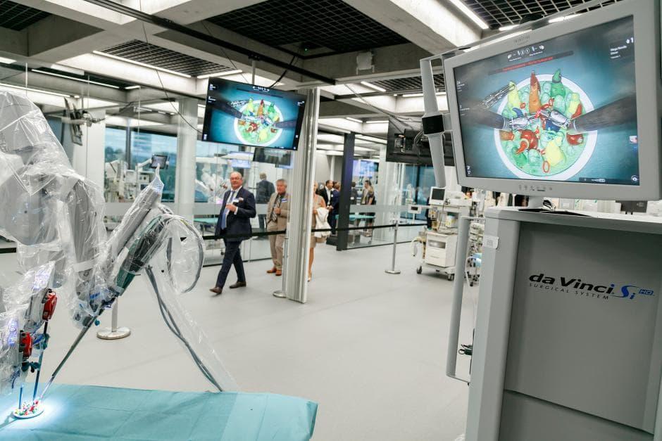 Обучение роботической хирургии da Vinci в ORSI Academy